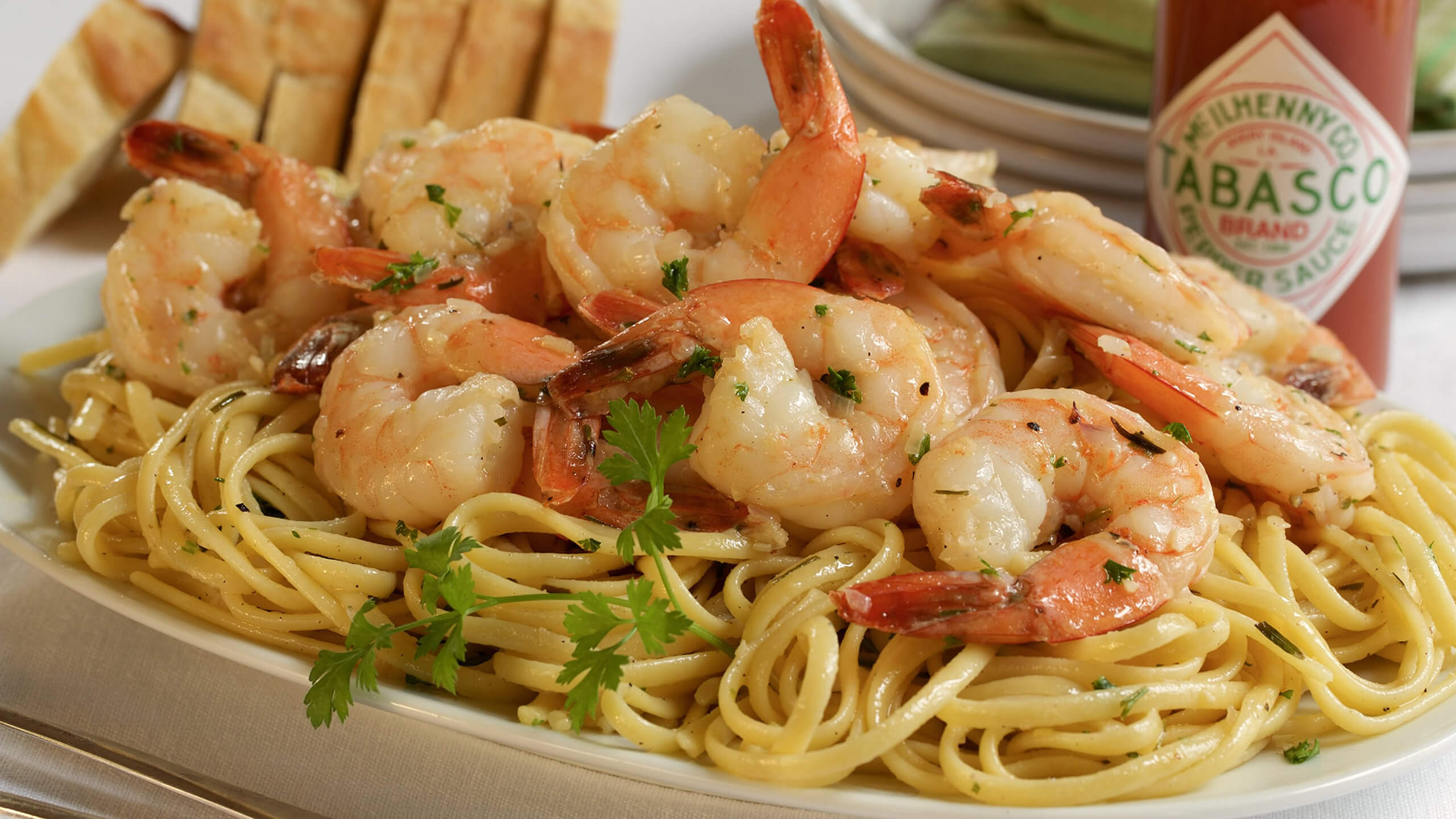 Lemon-Garlic Shrimp Scampi with Linguine