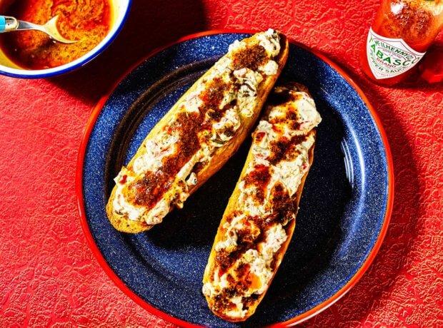 TABASCO<sup>®</sup> Grinder Garlic Bread
